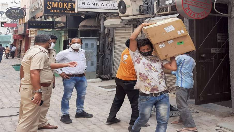 Police personnel during a raid at Khan Chacha restaurant, in which boxes of oxygen concentrators wer- India TV Hindi