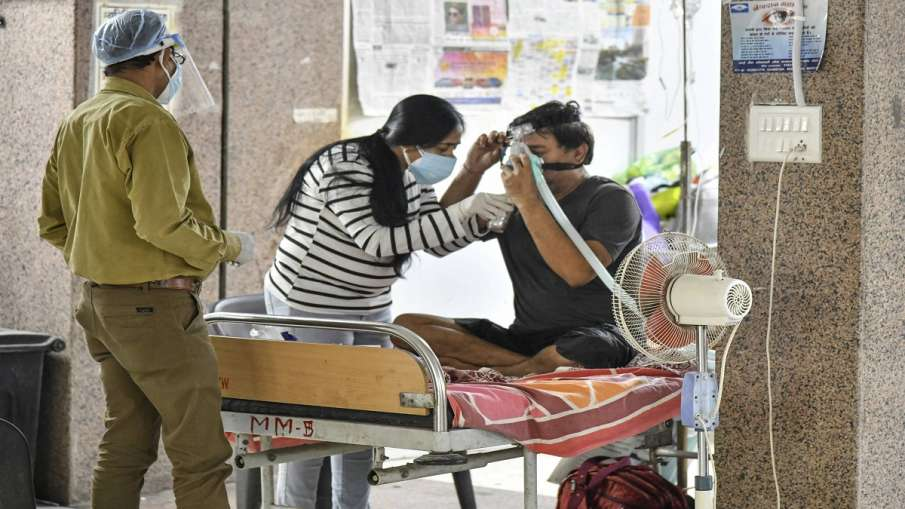 Coronavirus cases in delhi today less than 20 thousand दिल्ली में घटने लगा कोरोना का ग्राफ? दैनिक मा- India TV Hindi