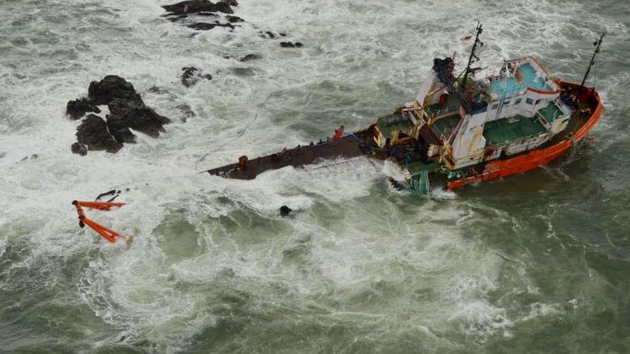 Cyclone Tauktae 26 still missing Indian navy operation continues चक्रवात: 26 लोग अब भी लापता; नौसेना- India TV Hindi