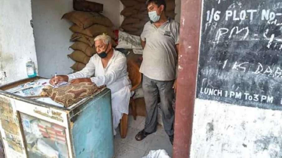 केंद्र ने राज्यों से राशन की दुकानें सभी दिन, देर तक खोलने की अनुमति देने को कहा - India TV Hindi