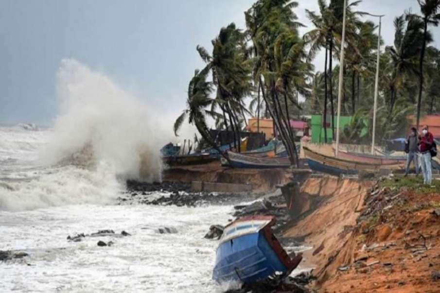Cyclone Tauktae: 17 COVID-19 patients shifted from Porbandar hospital- India TV Hindi