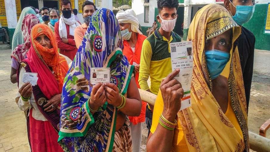 यूपी पंचायत चुनाव: गौतम बुद्ध नगर में महिलाओं ने रचा इतिहास, ग्राम पंचायत की 88 सीटों में से 40 पर क- India TV Hindi