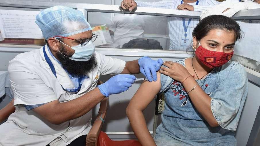 how much covid vaccines is left with states राज्यों और केंद्रशासित प्रदेशों के पास अब भी कोविड-19 टी- India TV Hindi