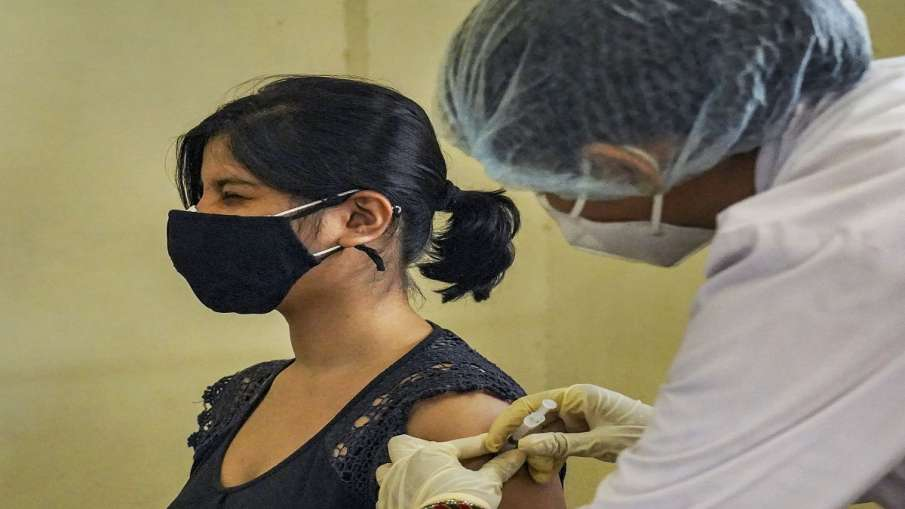covid vaccine fraud nurse nigha khan suspended by government वैक्सीन बर्बाद करने वाली नर्स निहा खान - India TV Hindi