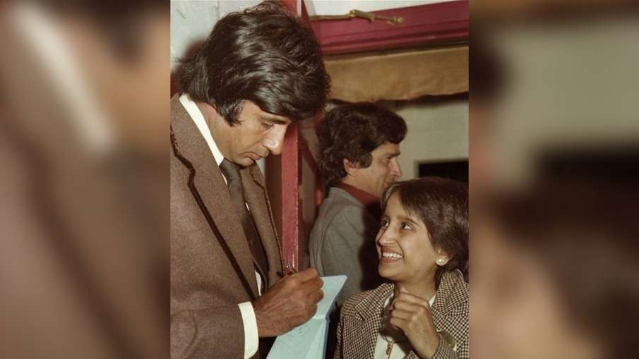 amitabh bachchan shares throwback pic when fans expressed their love and appreciation like little ki- India TV Hindi
