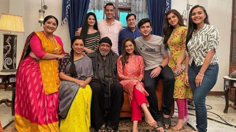 टीवी शो 'अनुपमा' के सेट पर अचानक पहुंचे मिथुन चक्रवर्ती, बहू मदालसा और अन्य कलाकार को चौंके- India TV Hindi