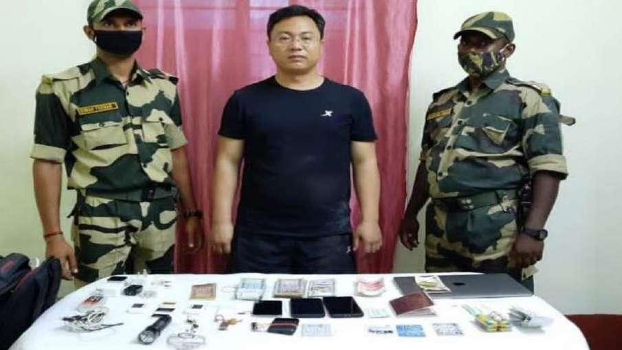 BSF ने भारत से अंडर गारमेंट में छिपाकर 1,300 सिम की तस्करी करने वाले चीनी नागरिक को गिरफ्तार किया- India TV Hindi