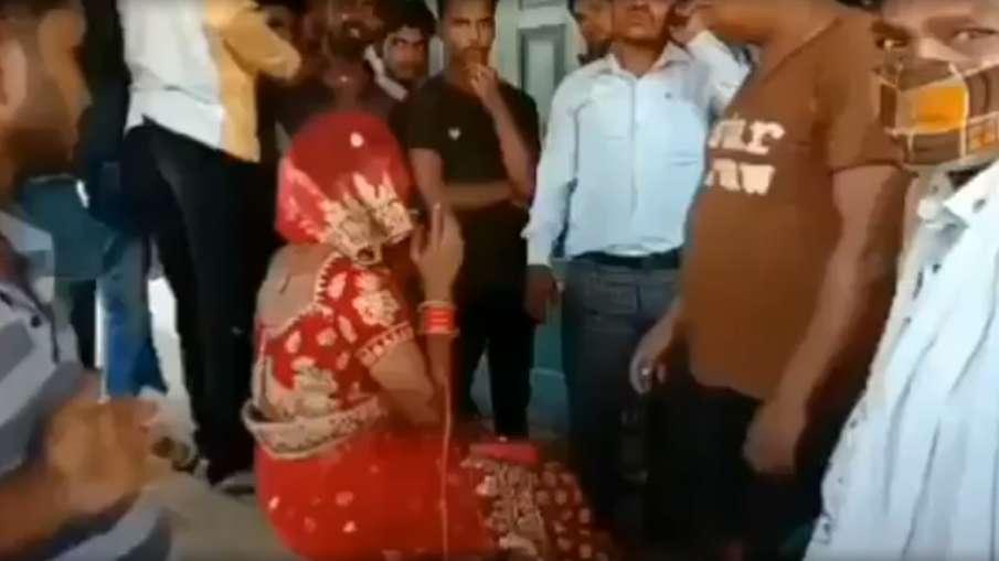 badhoi man wears lehanga choli to look like bride and attend marriage लहंगा-चोली पहनी, नकली बाल लगाए- India TV Hindi