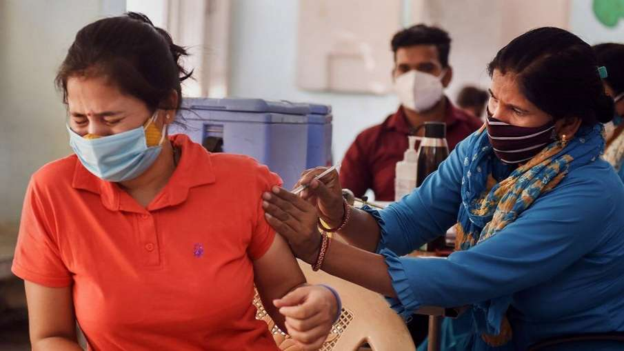 They were cleaning mirror when dirt was on their face: Yadav on oppn criticism of vaccination drive- India TV Hindi