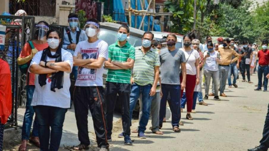 सोमवार से देशभर में 18 साल से अधिक आयु के लोगों को कोरोना वैक्सीन मुफ्त में लगेगी - India TV Hindi