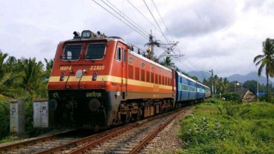 रेलयात्री ध्यान दें! इस रूट पर चलनेवाली स्पेशल ट्रेनें हुईं रद्द, चेक करें पूरी लिस्ट- India TV Hindi