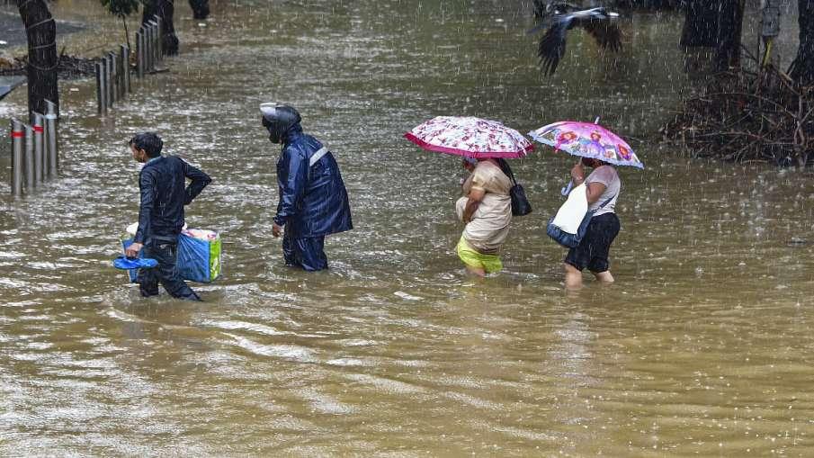 दो दिनों तक लगातार बारिश के बाद मुंबई वासियों को मिली थोड़ी राहत- India TV Hindi