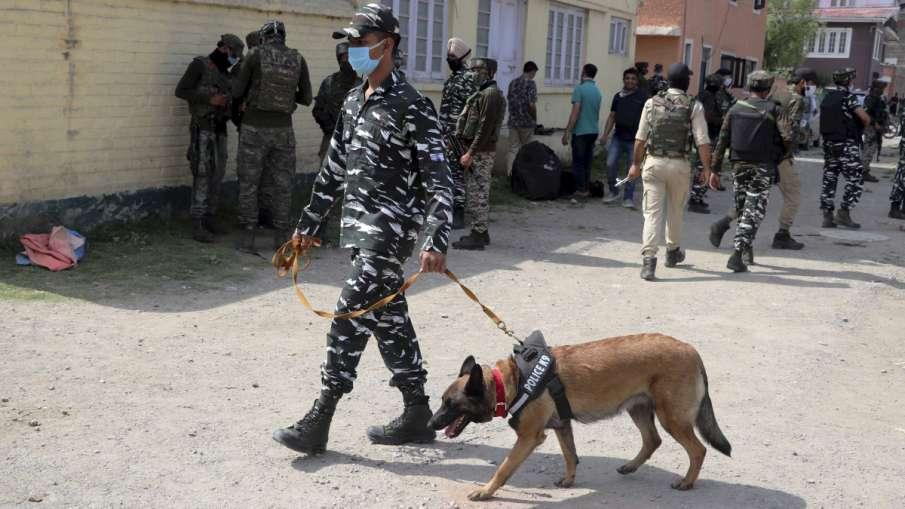 पुलवामा में आतंकी हमला, CRPF के वाहन पर दागा ग्रेनेड- India TV Hindi