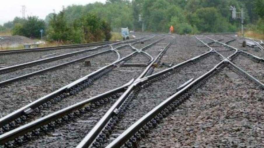 8700 people died on railway tracks, people died railway tracks, migrant labourers died railway track- India TV Hindi