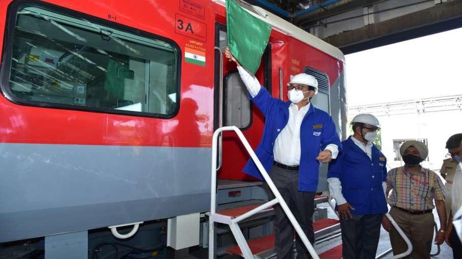 indian railways Kapurthala rolls out 15 coaches of 3 Tier AC Economy class check details भारती रेलवे- India TV Hindi
