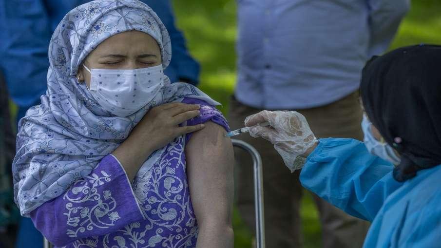 Covid Vaccine Delhi High Court slams kejriwal Govt over second dose of Covaxin दूसरी खुराक मुहैया नह- India TV Hindi