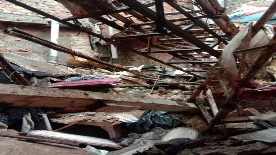 दिल्ली: छप्पर गिरने से एक महिला की मौत, एक को बचाया गया- India TV Hindi