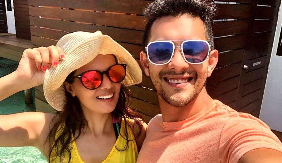 aditya narayan shares new picture with wife Shweta Agarwal Jha wrote My happy place is you - India TV Hindi