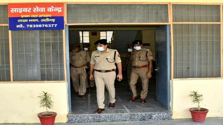 Aligarh police action on alcohol mafia ssp kalanidhi naithani शराब तस्करों पर अलीगढ़ पुलिस का बड़ा ए- India TV Hindi