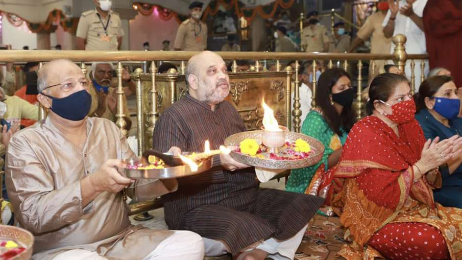 कर्फ्यू के बीच भगवान...- India TV Hindi