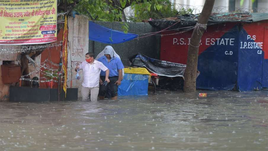 Delhi Waterlogging causes 1st death on Monday railway underpass in Pul Prahlad Pur area- India TV Hindi