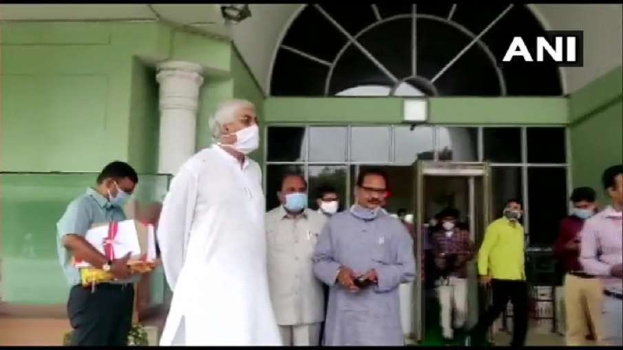 Congress has facing problems in Chhattisgarh as Health Minister TS Singh Deo walks out of the Assemb- India TV Hindi