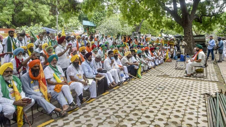 Farmers during their Kisan Sansad at Jantar Mantar, in New Delhi on Thursday. - India TV Hindi