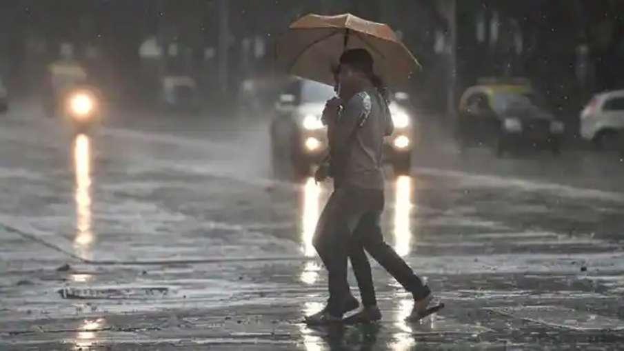 पूर्व, पश्चिम, मध्य भारत में भारी बारिश का अनुमान, हिमाचल में बादल फटने से फंसे 175 पर्यटक - India TV Hindi