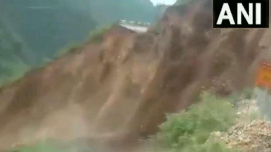 Video: देखते ही देखते गायब हो गया सड़क का बड़ा हिस्सा, हिमाचल के सिरमौर में भयंकर लैंडस्लाइड- India TV Hindi