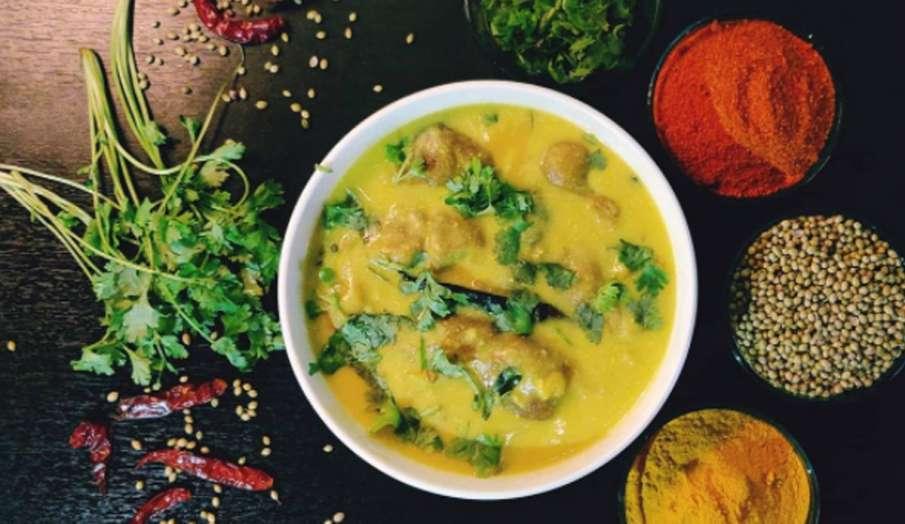 Kitchen Hacks: स्पंज जैसे मुलायम कढ़ी के पकौड़े बनाने के लिए अपनाएं ये सिंपल टिप्स- India TV Hindi