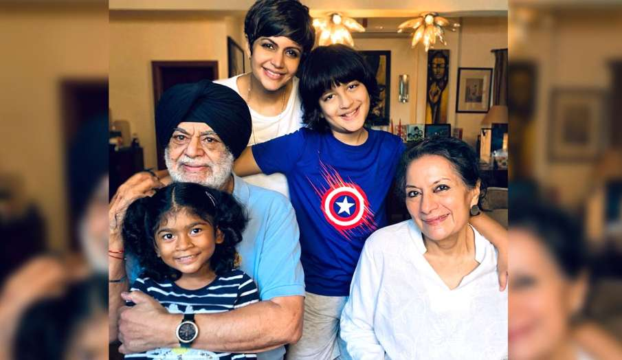 mandira bedi shares picture on instagram with parents and son-daughter says grateful for my family a- India TV Hindi