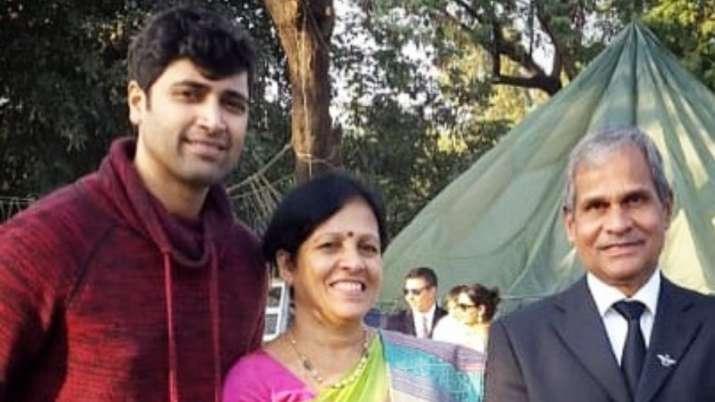मेजर के अभिनेता अदिवि शेष ने संदीप उन्नीकृष्णन की मां को उनके जन्मदिन पर शुभकामनाएं दी- India TV Hindi