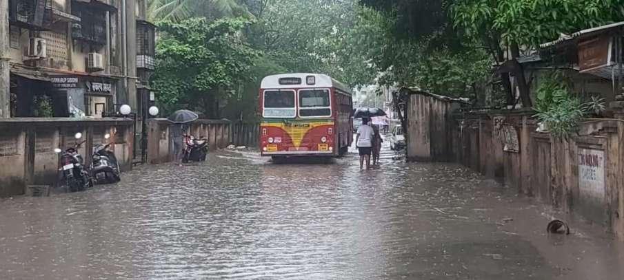 मुंबई में भारी बारिश...- India TV Hindi