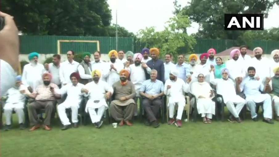 Navjot Singh Sidhu with congress leaders- India TV Hindi