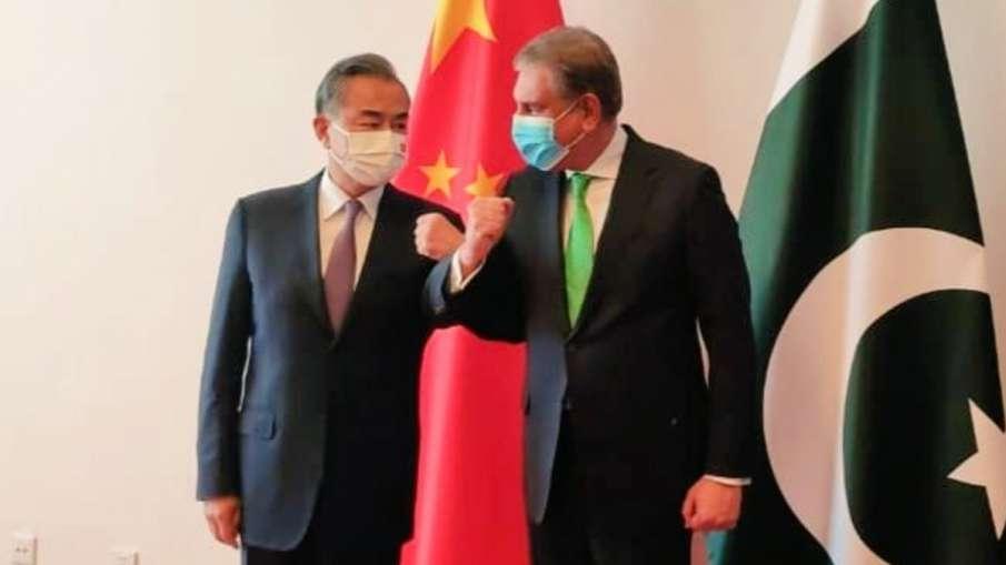 China's FM Wang Yi and his Pakistani counterpart Shah Mahmood Qureshi- India TV Hindi