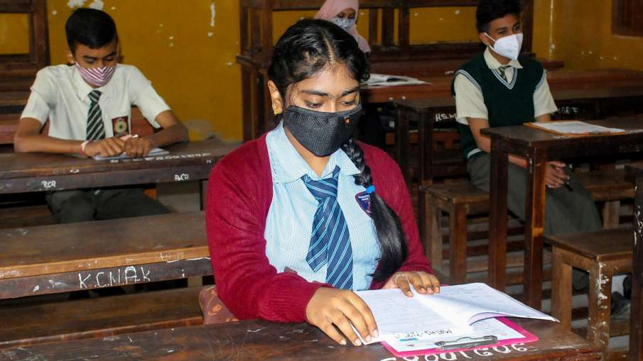 CBSE ने नहीं मानी प्राइवेट छात्रों की मांग, 10वीं और 12वीं बोर्ड परीक्षाएं करेगा आयोजित- India TV Hindi