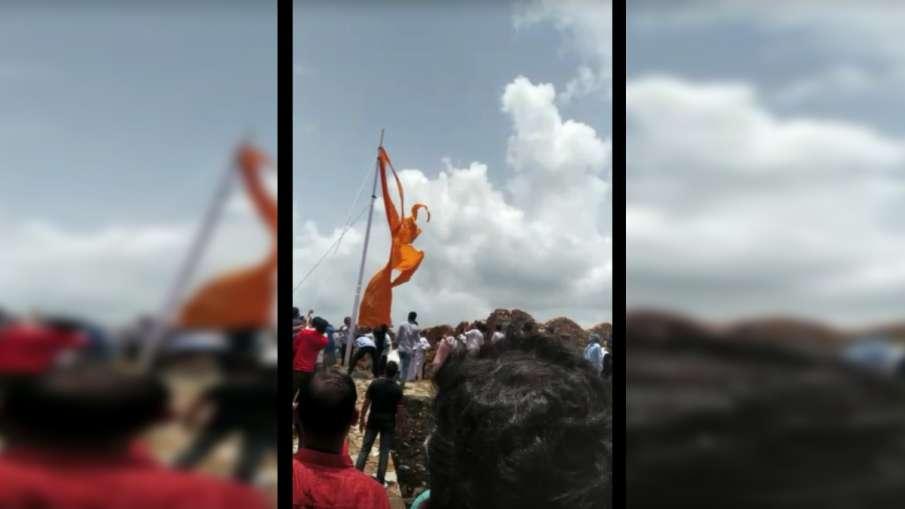 राजस्थान: विधायक ने फाड़ा 'श्री राम' लिखा हुआ भगवा ध्वज- India TV Hindi