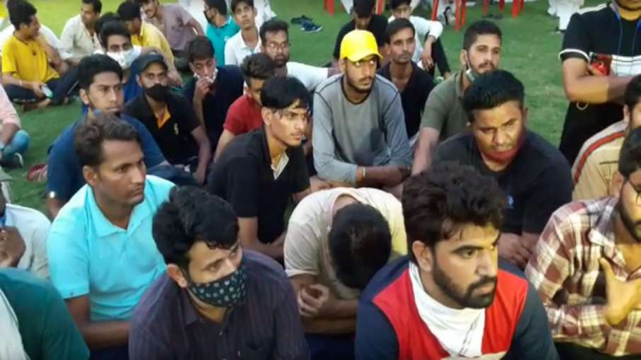 50 Rajasthan students reach Lucknow to meet Priyanka to complain against Gehlot government- India TV Hindi