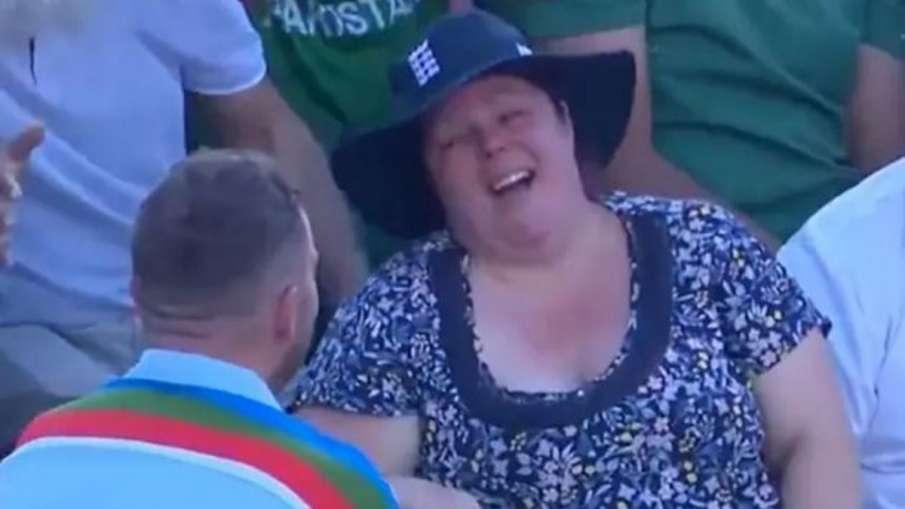 ENG vs PAK: Cricket Fan Proposes To Girlfriend During...- India TV Hindi