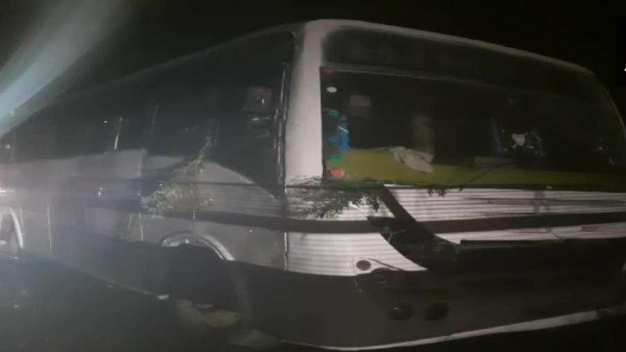 bus accident in sambhal uttar pradesh उत्तर प्रदेश: संभल में दर्दनाक सड़क हादसा, बस दुर्घटना में 7 ब- India TV Hindi