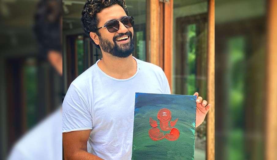 विक्की कौशल का दिखा नया टैलेंट, बनाई गणपति बप्पा की पेंटिंग, फोटो हुई वायरल - India TV Hindi