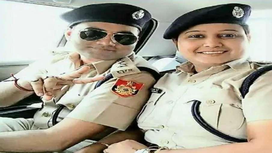 Bhagalpur: Kahalgaon SDPO Reshu Krishna husband wear IPS uniform, PMO orders investigation- India TV Hindi