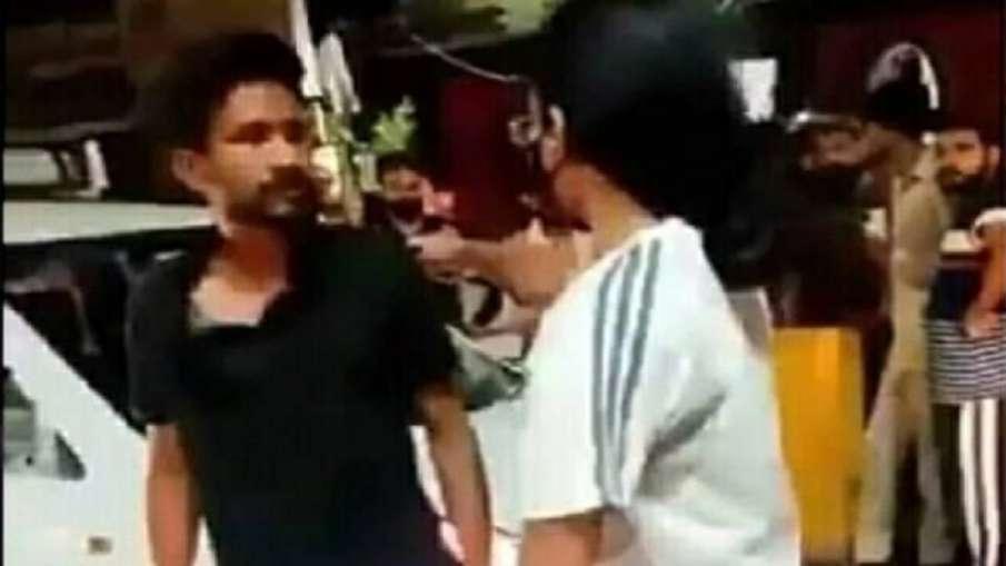 girl beat cab driver- India TV Hindi