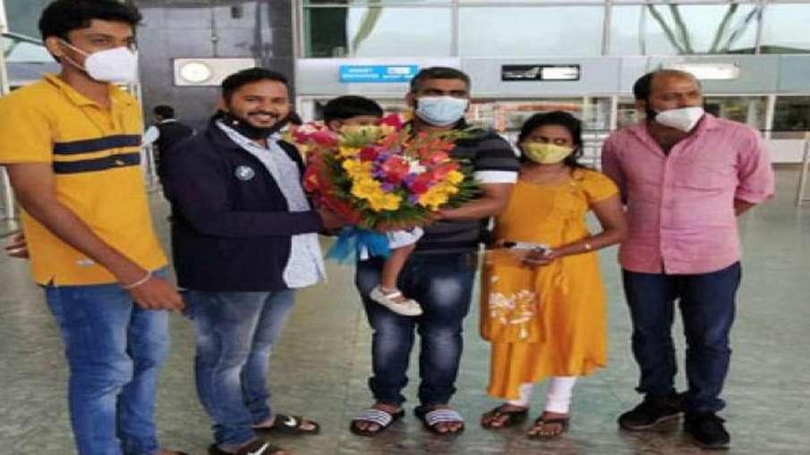 झूठे आरोपों के कारण 19 महीने सऊदी जेल में काटने के बाद कर्नाटक के उडुपी जिले के हरीश बंगेरा वापस स्व- India TV Hindi
