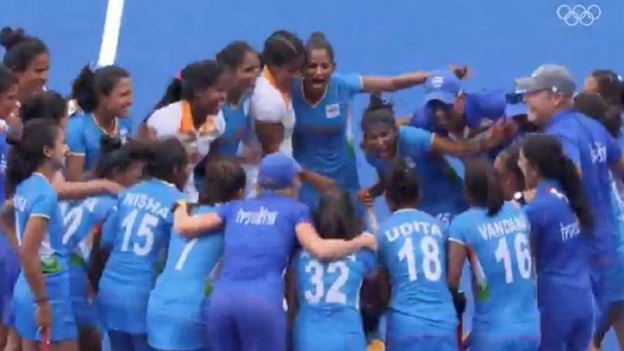 VIDEO: संघर्षों से भरी है सेमीफाइनल में पहुंची भारतीय महिला हॉकी टीम के खिलाड़ियों की कहानी- India TV Hindi