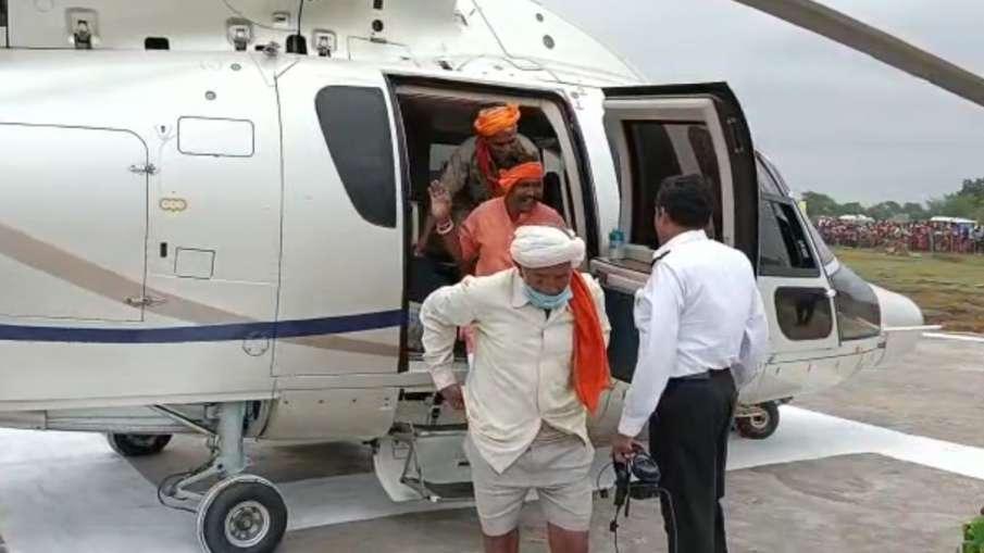 Shivraj Singh Chouhan, Shivraj Singh Chouhan Helicopter Ride, Adivasi Helicopter MP- India TV Hindi