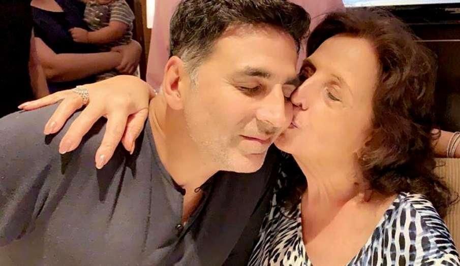 akshay kumar shares picture with mother aruna bhatina on his birthday - India TV Hindi