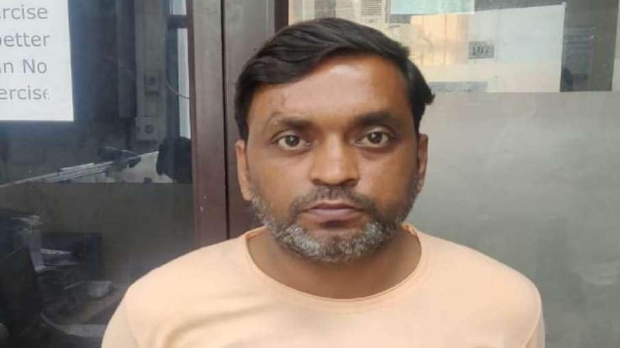 मोबाइल कंपनी को दो करोड़ का चूना लगानेवाला शातिर ठग गिरफ्तार, 10 साल से पुलिस को दे रहा था चकमा- India TV Hindi
