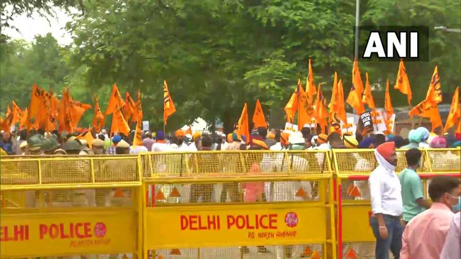 Delhi Metro ने बंद किए दो...- India TV Hindi