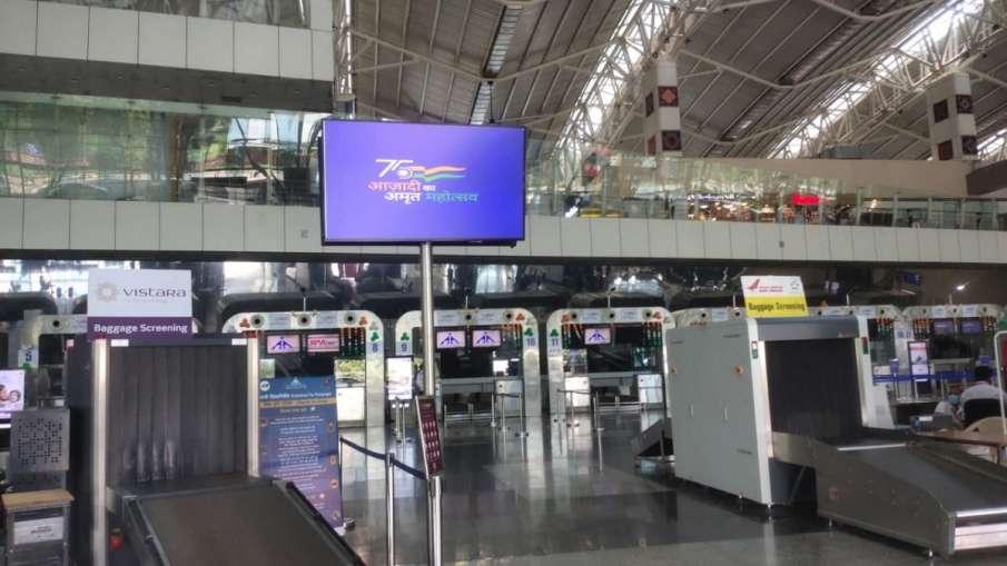 human skull find in sadhvi's luggage at airport in indore  इंदौर के हवाई अड्डे पर साध्वी के सामान मे- India TV Hindi